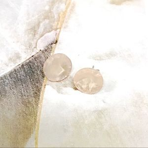 Jewelry - 💫$5 with a Bundle💫Pearlescent Peach Buttons